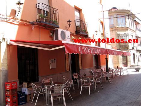 Toldos de Brazos Invisible en bar de Madridejos
